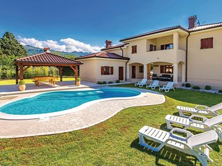 Beautiful home in Drazice w/ WiFi and 5 Bedrooms