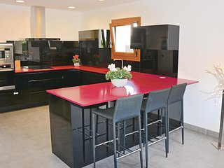 Amazing home in Can Picafort w/ WiFi and 3 Bedrooms