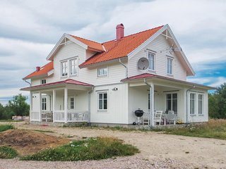 Beautiful home in Gnosjo w/ 4 Bedrooms