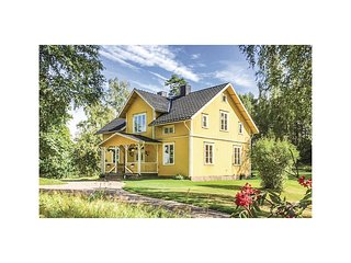 Awesome home in Mullsjo w/ WiFi and 4 Bedrooms