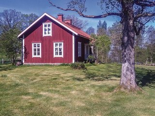 Awesome home in Smålandsstenar w/ 3 Bedrooms