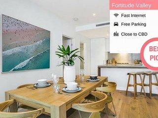 Brisbane Chinatown 2BED Designer Apt + FREE Parking QFV1798