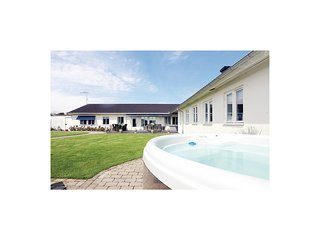 Stunning home in Borgholm w/ Sauna and 5 Bedrooms