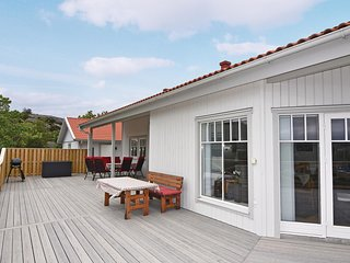 Stunning home in Hamburgsund w/ WiFi and 3 Bedrooms