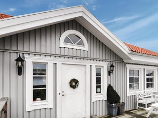 Stunning home in Strömstad w/ Sauna, WiFi and 3 Bedrooms