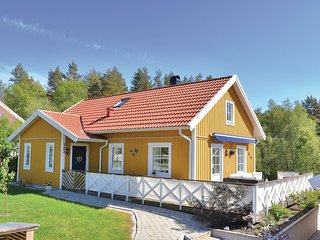Beautiful home in Fjallbacka w/ Sauna, WiFi and 4 Bedrooms