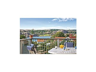 Amazing home in Hamburgsund w/ WiFi and 3 Bedrooms