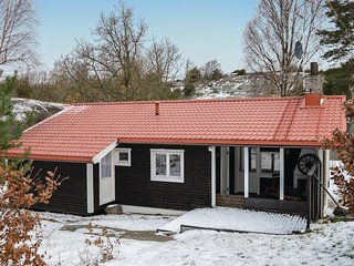 Amazing home in Hjälteby w/ 4 Bedrooms (S54087)