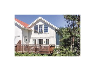 Beautiful home in Molläsun w/ 3 Bedrooms (S54088)