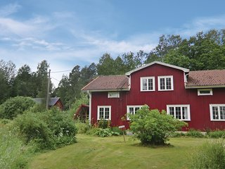 Awesome home in Karlskoga w/ Sauna and 7 Bedrooms