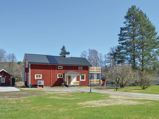 Awesome home in Kopparberg w/ Sauna and 2 Bedrooms