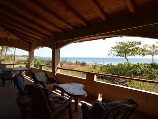 Authentic Costa Rica Beachfront 3BR - Casa JolRay