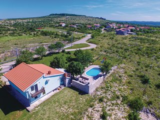 Beautiful home in Nadin w/ WiFi and 3 Bedrooms