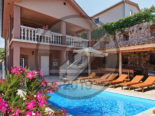 Awesome home in Meka Draga w/ WiFi and 4 Bedrooms