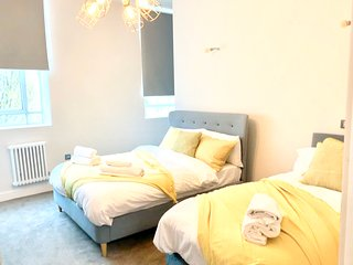 Grand Stay at Sassie Homes, Birmingham City centre with Free Parking