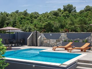 Beautiful home in Korcula w/ WiFi and 4 Bedrooms