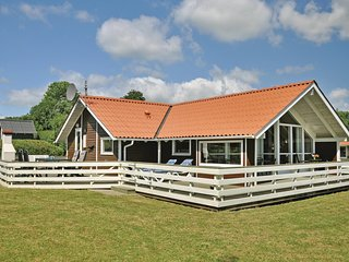 Amazing home in Sydals w/ Sauna, WiFi and 3 Bedrooms (F09456)