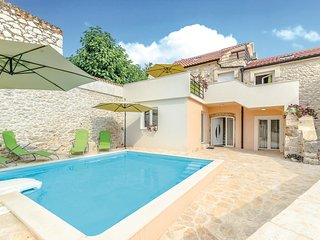 Nice home in Zadar w/ WiFi and 4 Bedrooms