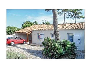 Amazing home in La Tranche sur Mer w/ 2 Bedrooms