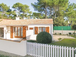 Awesome home in La Tranche sur Mer w/ 2 Bedrooms (FVE233)
