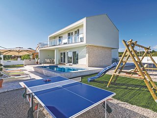 Stunning home in Kakma w/ WiFi and 4 Bedrooms