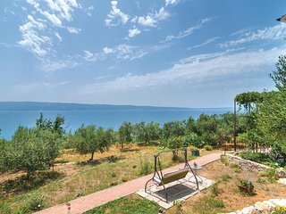 Amazing home in Sumpetar w/ WiFi and 1 Bedrooms