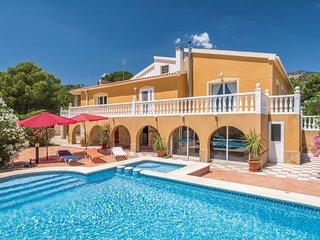 Beautiful home in Torremanzanas w/ WiFi and 4 Bedrooms
