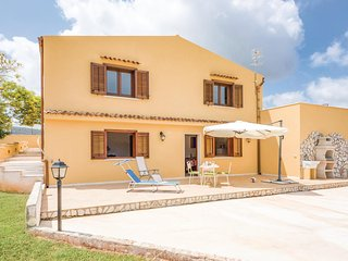 Nice home in Custonaci (TP) w/ 2 Bedrooms