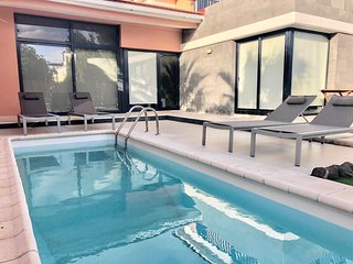 Sunset Villa... Sea Views, HEATED Pool & WIFI.
