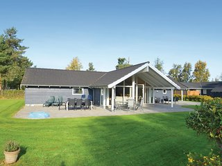 Stunning home in Vaeggerlose w/ Sauna and 4 Bedrooms (G0002)