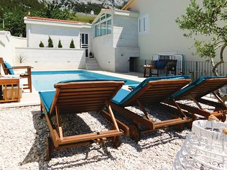 Nice home in Makarska w/ WiFi, 4 Bedrooms and Outdoor swimming pool