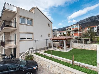 Amazing home in Kastel Gomilica w/ WiFi and 3 Bedrooms (CDF370)