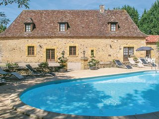 Amazing home in Cendrieux w/ WiFi, Outdoor swimming pool and 6 Bedrooms