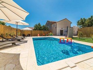 Nice home in Kastel Kambelovac w/ WiFi and 4 Bedrooms (CDF373)