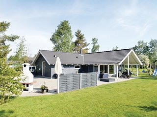 Nice home in Væggerløse w/ Sauna, WiFi and 4 Bedrooms