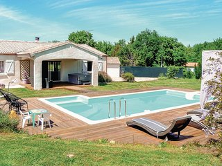 Awesome home in Villeneuve Sur Lot w/ Jacuzzi, WiFi and 4 Bedrooms (FAT054)