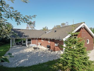 Amazing home in Vaeggerlose w/ Sauna, WiFi and 4 Bedrooms (G0075)