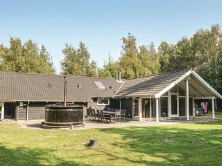 Beautiful home in Væggerløse w/ Sauna, WiFi and 5 Bedrooms