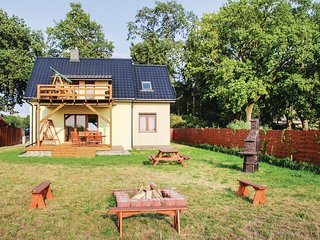 Amazing home in Nowe Warpno w/ 4 Bedrooms