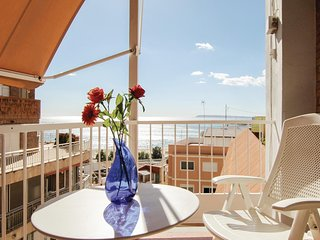 Beautiful home in Alicante w/ WiFi and 3 Bedrooms (EBI089)