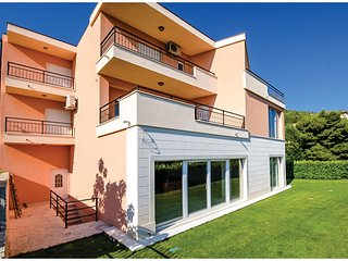 Awesome home in Solin w/ Sauna, WiFi and 5 Bedrooms