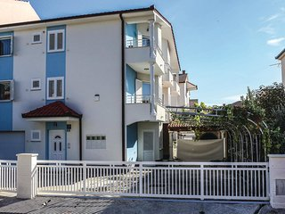 Beautiful home in Kastel Novi w/ WiFi and 3 Bedrooms