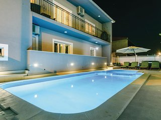 Awesome home in Trogir w/ WiFi, 3 Bedrooms and Jacuzzi