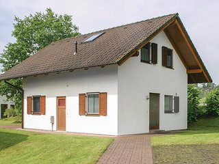 Amazing home in Kirchheim/Hessen w/ 5 Bedrooms