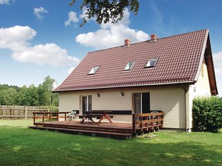 Nice home in Parchowo w/ 4 Bedrooms