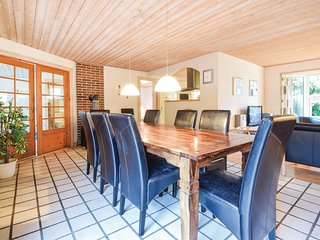 Stunning home in Blåvand w/ Sauna, WiFi and 5 Bedrooms