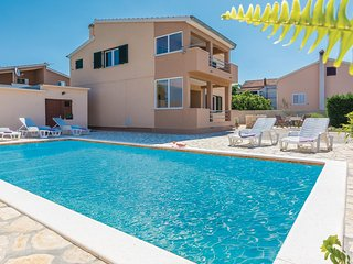 Awesome home in Vrsi w/ WiFi and 4 Bedrooms (CDA412)
