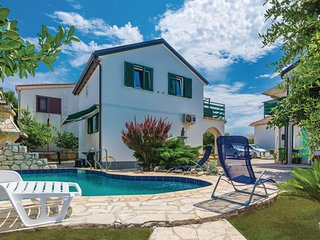 Beautiful home in Vir w/ WiFi and 4 Bedrooms