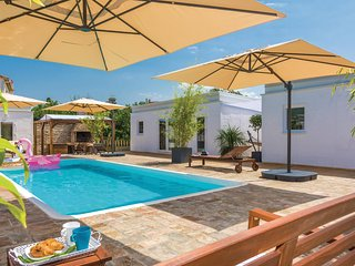 Amazing home in Petrcane w/ WiFi and 10 Bedrooms