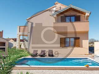 Stunning home in Pridraga w/ WiFi, 4 Bedrooms and Outdoor swimming pool